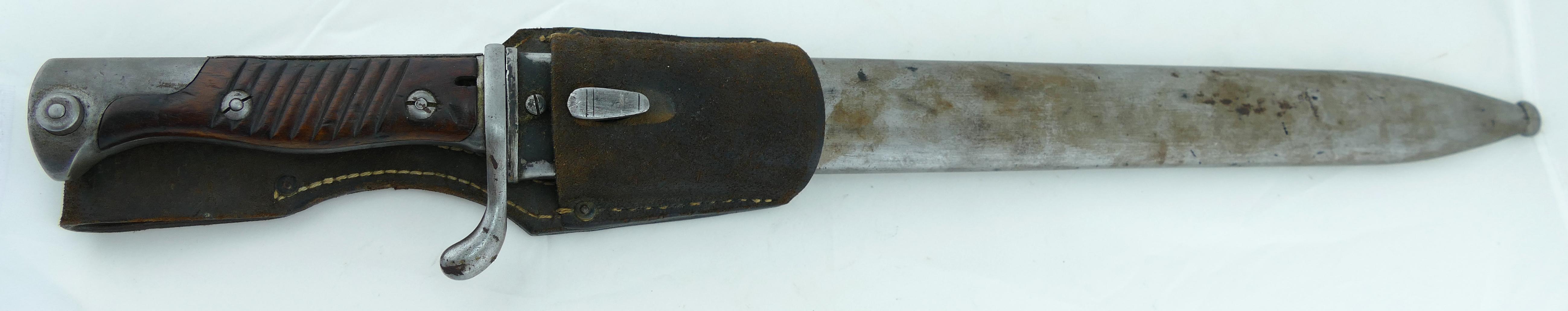 German_WWI_Gewehr_98_Butcher_Bayonet_w_Frog_and_Scab_9