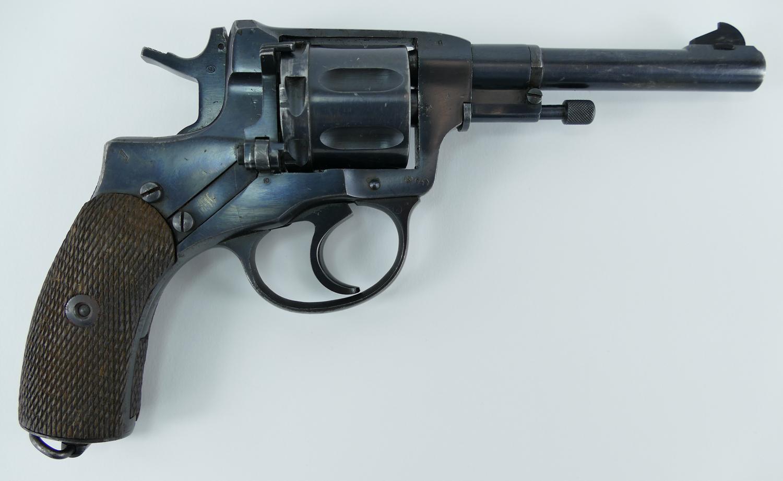 1940_tula_nagant_revolver